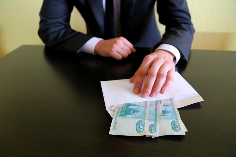 коррупция, опрос россиян, конверт с деньгами