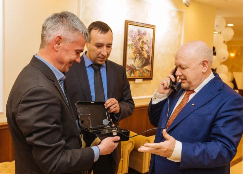 Михаил Троцкий (справа) основал компанию Зуммер 25 лет назад.