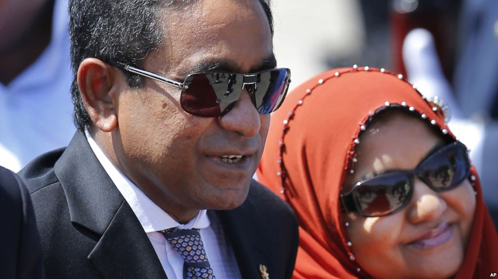 Maldivian President Yameen Abdul Gayoom , right, and wife Fathimath Ibrahim arrive in Colombo, Sri Lanka, Tuesday, Jan. 21, 2014. Gayoom is on a three-day official visit to Sri Lanka. Source: AP Photo/Eranga Jayawardena.