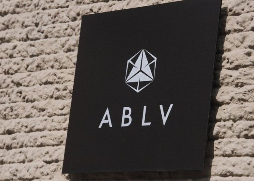 Вывеска латвийского банка ABLV