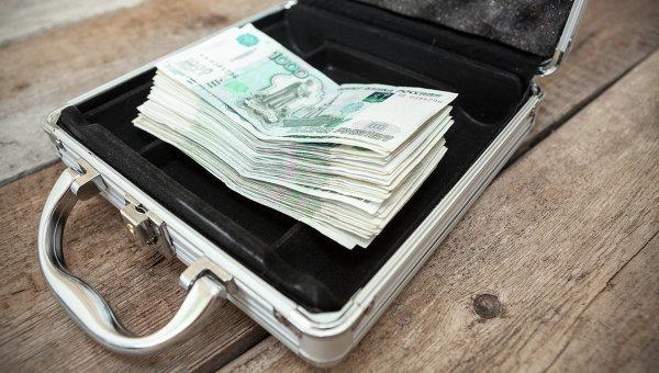 Деньги в раскрытом кейсе