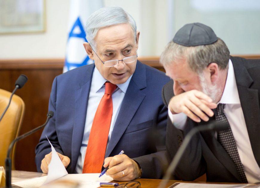 Prime Minister Benjamin Netanyahu speaks with Attorney General Avichai Mendelblit during the weekly cabinet meeting, Jerusalem, 2015.