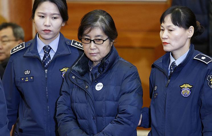 Осуждённая за коррупцию близкая подруга экс-президента Южной Кореи Чхве Сун Силь