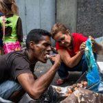 журналисты бежали из страны, Венесуэла, Venezuelans scavenging for food