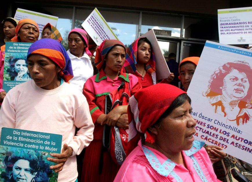 В начале марта протестующие потребовали справедливости в деле защитницы окружающей среды Берты Кацерес, которая была убита два года назад