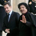 Николя Саркози приветствует приехавшего в Париж Муаммара Каддафи. Обвинения в коррупции, Миллионы евро для Саркози