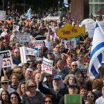 Израильтяне протестуют против коррупции, призывая премьер-министра подать в отставку