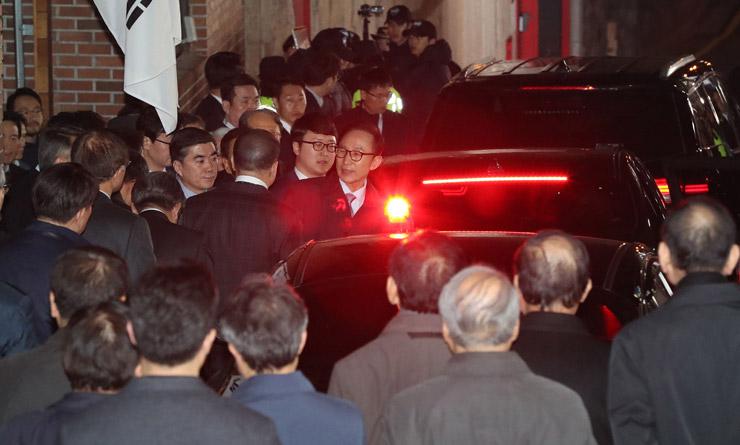 Экс-президент Южной Кореи Ли Мён Бак. Коррупция
