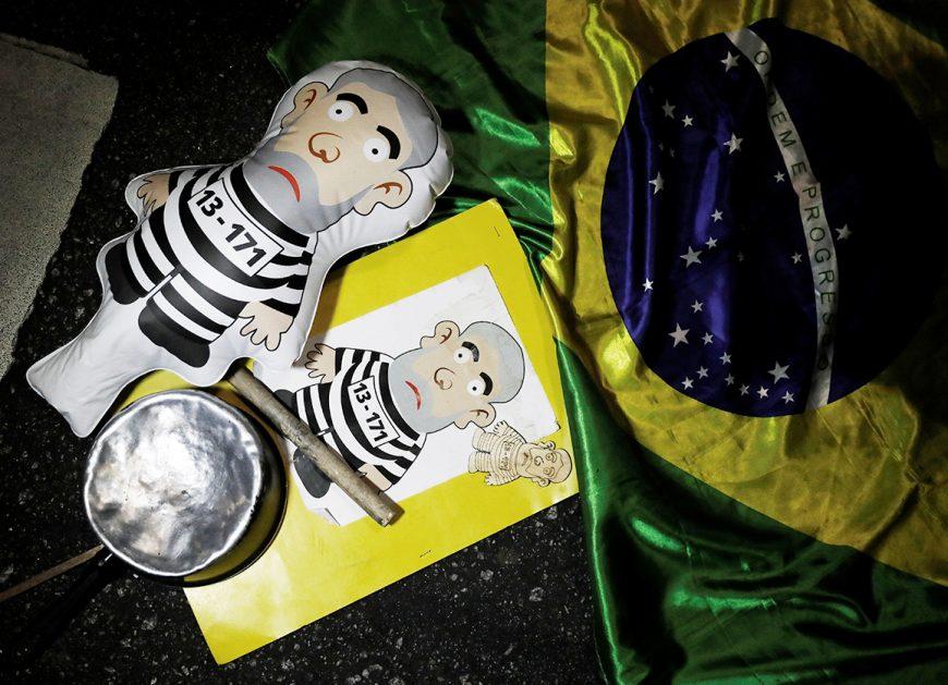 Надувная кукла в виде экс-президента Бразилии Луиса Инасиу Лулы да Силвы во время празднования в честь приговора политику на улице Сан-Паулу, 12 июля 2017 года.