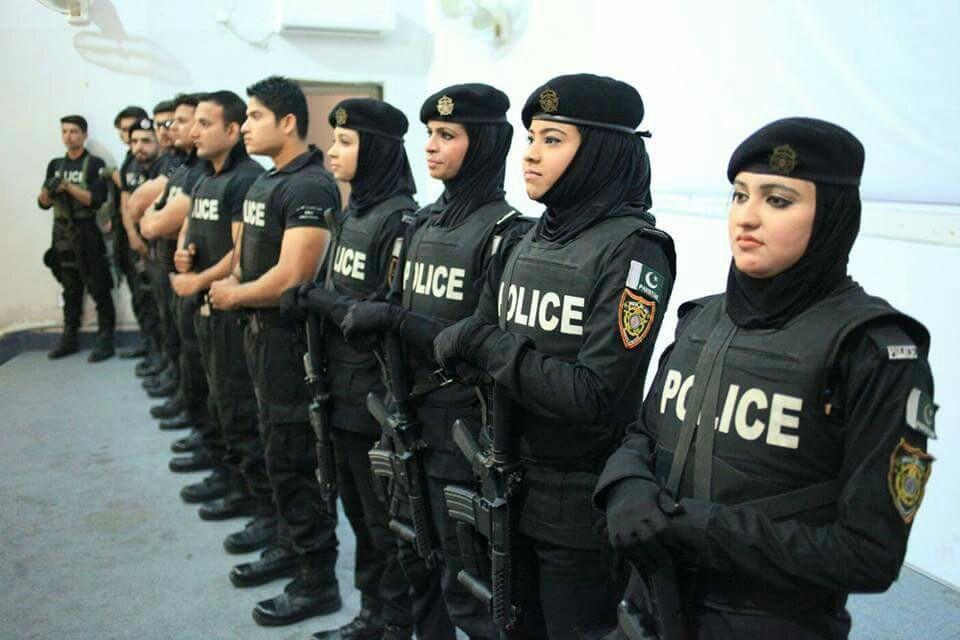 Пакистанские женщины-полицейские из провинции Синд. Обвинению в коррупции