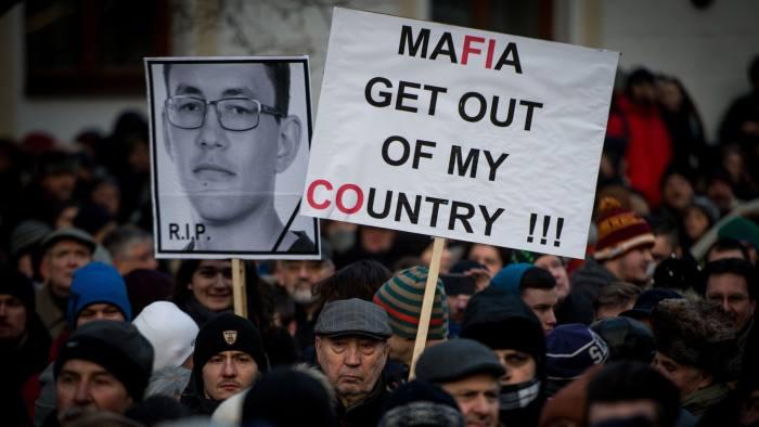 Массовые протесты на фоне убийства журналиста