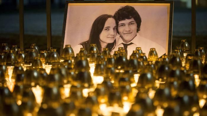 Фото убитых журналиста и его невесты и поминальные лампады