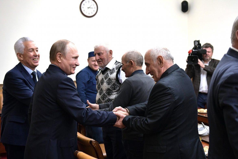 Президент России Владимир Путин во время посещения Дагестана