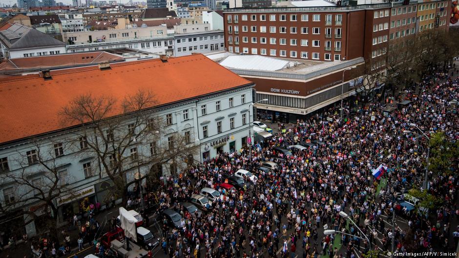 Акции протеста в Братиславе, массовые уличные акции, коррупция