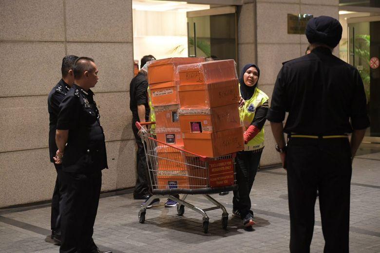 Разак, Малайзия, экс-премьера Малайзии, коррупция