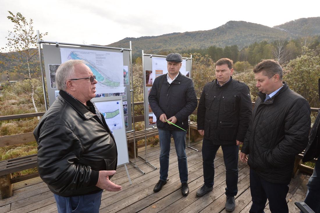 Губернатор Алтая Александр Бердников дает указания на озере Манжерок